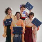 学生卒業写真。四人袴姿