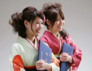 友達同士の卒業記念袴姿フォト(女性二人)