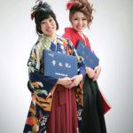 友達同士の卒業写真。袴姿(女性二人)