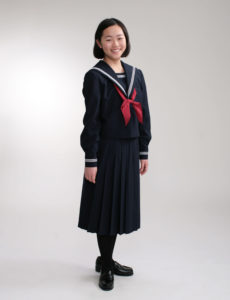 セーラー服の入学記念写真。スタジオフォト
