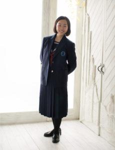 入学写真。すっとしたセーラー服姿。