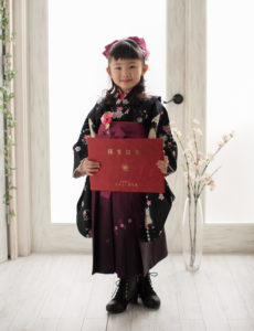 卒園記念写真。和服がお似合い。