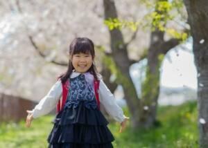 入学記念写真。桜の樹の下で。