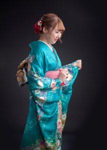成人式:振り袖女性の写真