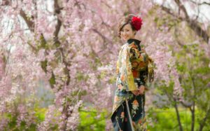 成人式フォト。桜を背景に別撮りショット