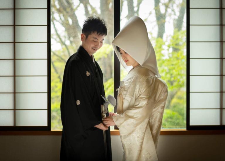 亀田八幡宮神社和室:新緑と白無垢