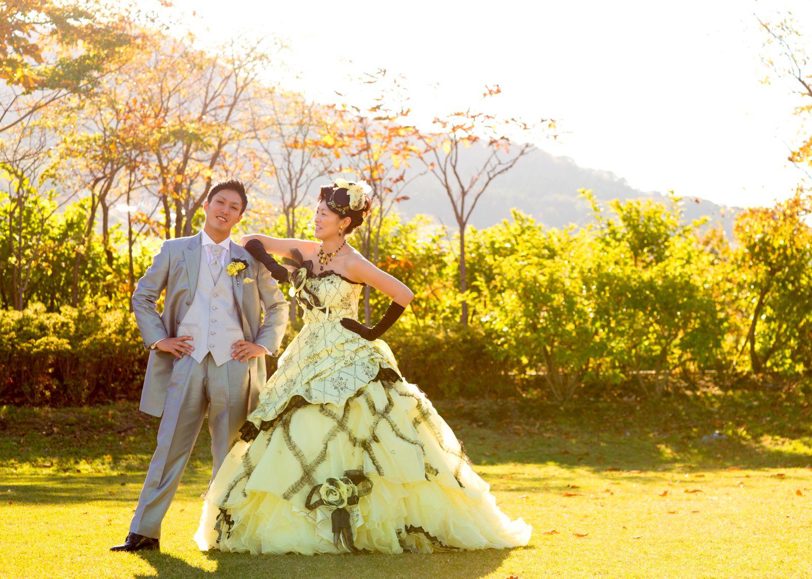 結婚写真。ロケーション。洋装カップル。