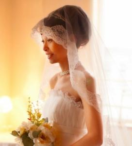 函館あさかぜ写真館の洋装・和装ウエディングプラン:ウエディングドレスポートレート写真です。